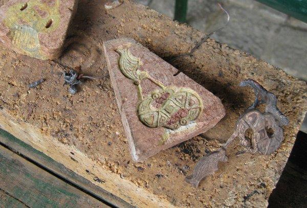 Gußform und Rohling einer frühmittelalterlichen Fibel
